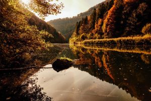 Autumn hikes in Switzerland - Jura and three lakes