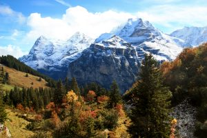 Autumn hikes in Switzerland - Muerren Mountain view trail
