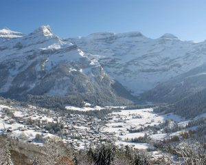 winter hikes in switzerland - Chamin les