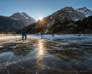 winter hikes in switzerland - lauenesee