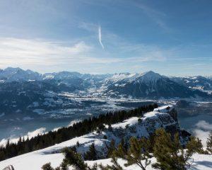 winter hikes in switzerland - Niederhorn